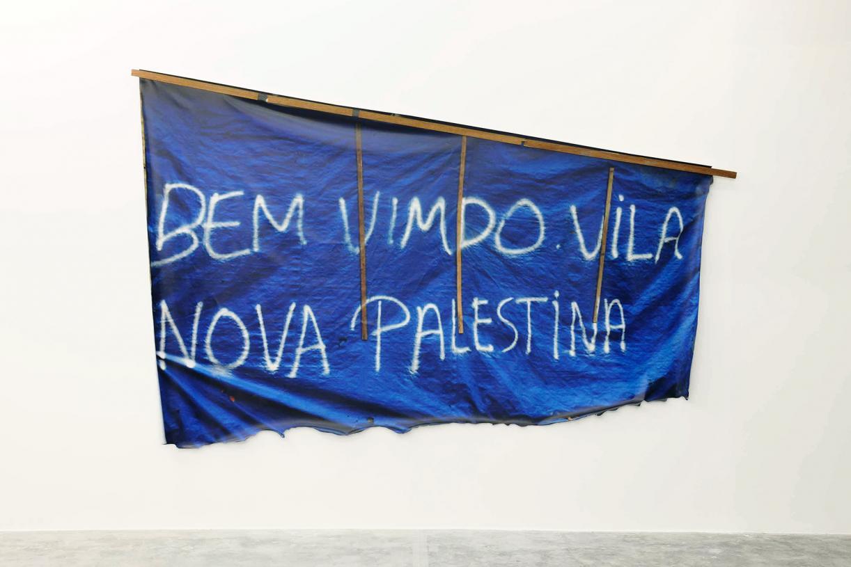 Bem Vimdo Vila Nova Palestina, 2017, Wood, print on flex, fans, 240 x 320 cm, Ed. 3 + 2 AP