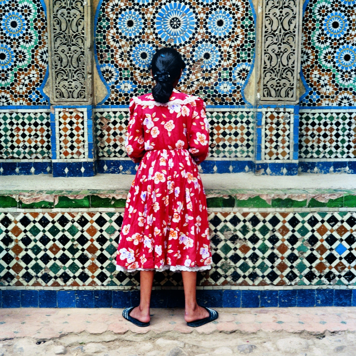 The Strait Project, Girl in red, Tangier 1999, 125 x 125 cm