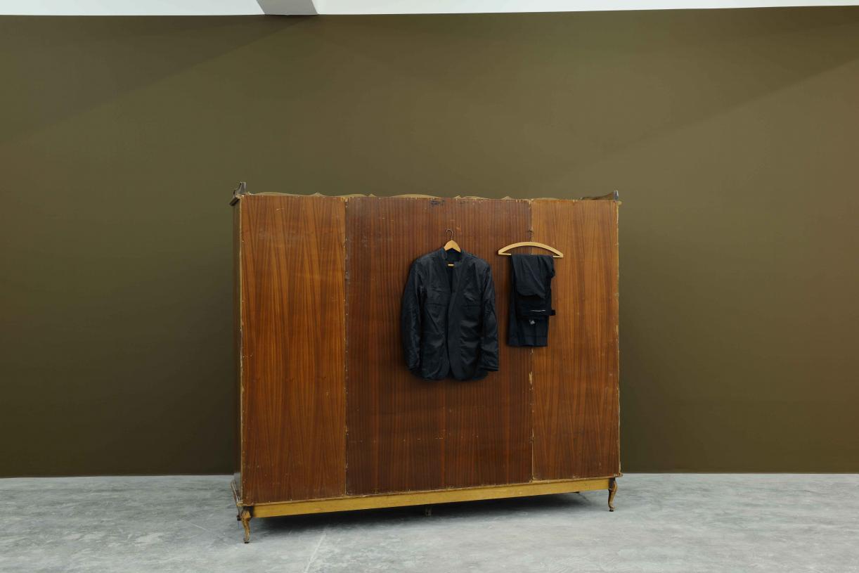Inside Out, 2002, Wood, fabric, 200 x 240 x 60 cm, Ed. 3 + 2 AP