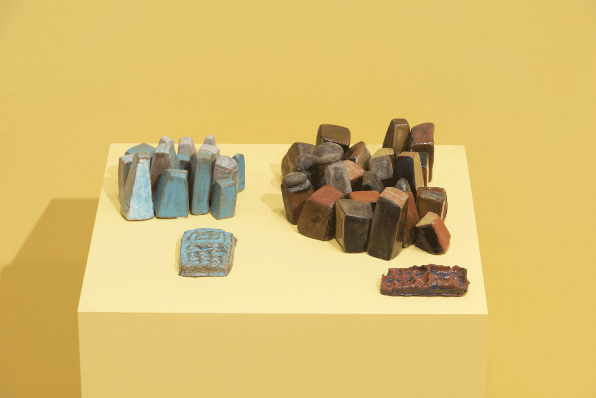 Untitled (blue & red mountains and cell phones), 2013, glazed terra cotta, 10 x 15 x 35 cm / 20 x 30 x 39 cm