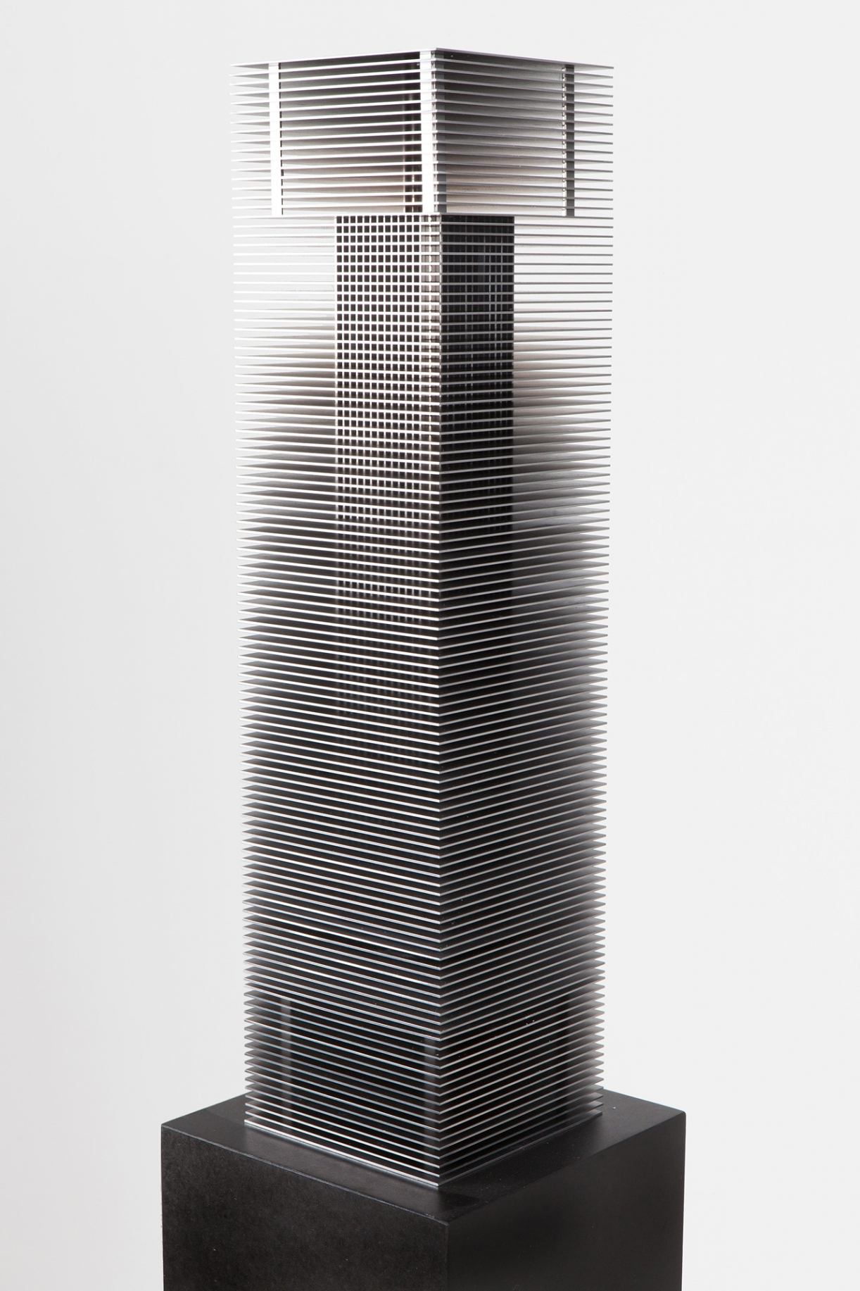 Timo Nasseri, Babel III, 2018, Steel and magnets, 76,5 x 19 x 19 cm, Edition 3 + 1 AP