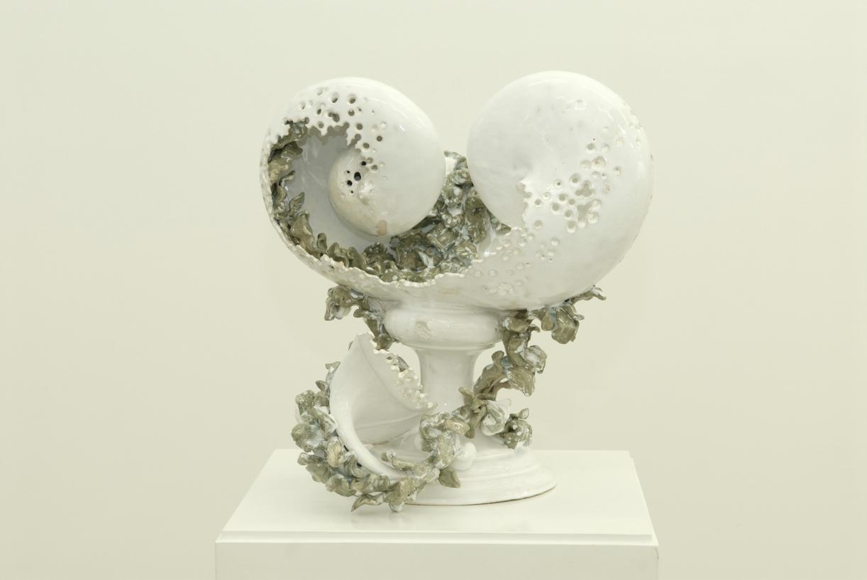 Moritz Altmann, Bowl with two Nautilae, 2007, glazed ceramic, 40 x 40 x 40 cm