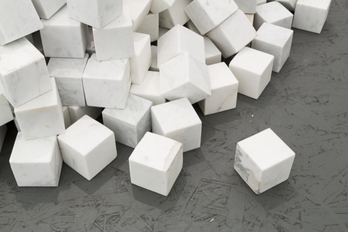 ​​​​​​Veni, Vidi, Vici, 2013, 1000 marble cubes, 13 engraved in English, 13 engraved in Arabic, each stone: 7 x 7 x 7 cm, overall dimensions: ø 160 x 80 cm, Ed. 5 + 1 AP