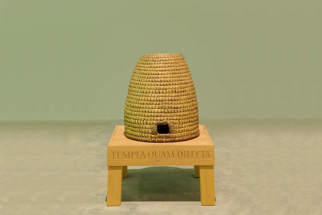 Templa quam dilecta (How beautiful are thy temples), 2006 with Peter Coates, Beehive, wood, straw, c. 50 x 36 cm (beehive over 100 years old), stand 50 x 50 x 30 cm, Unique