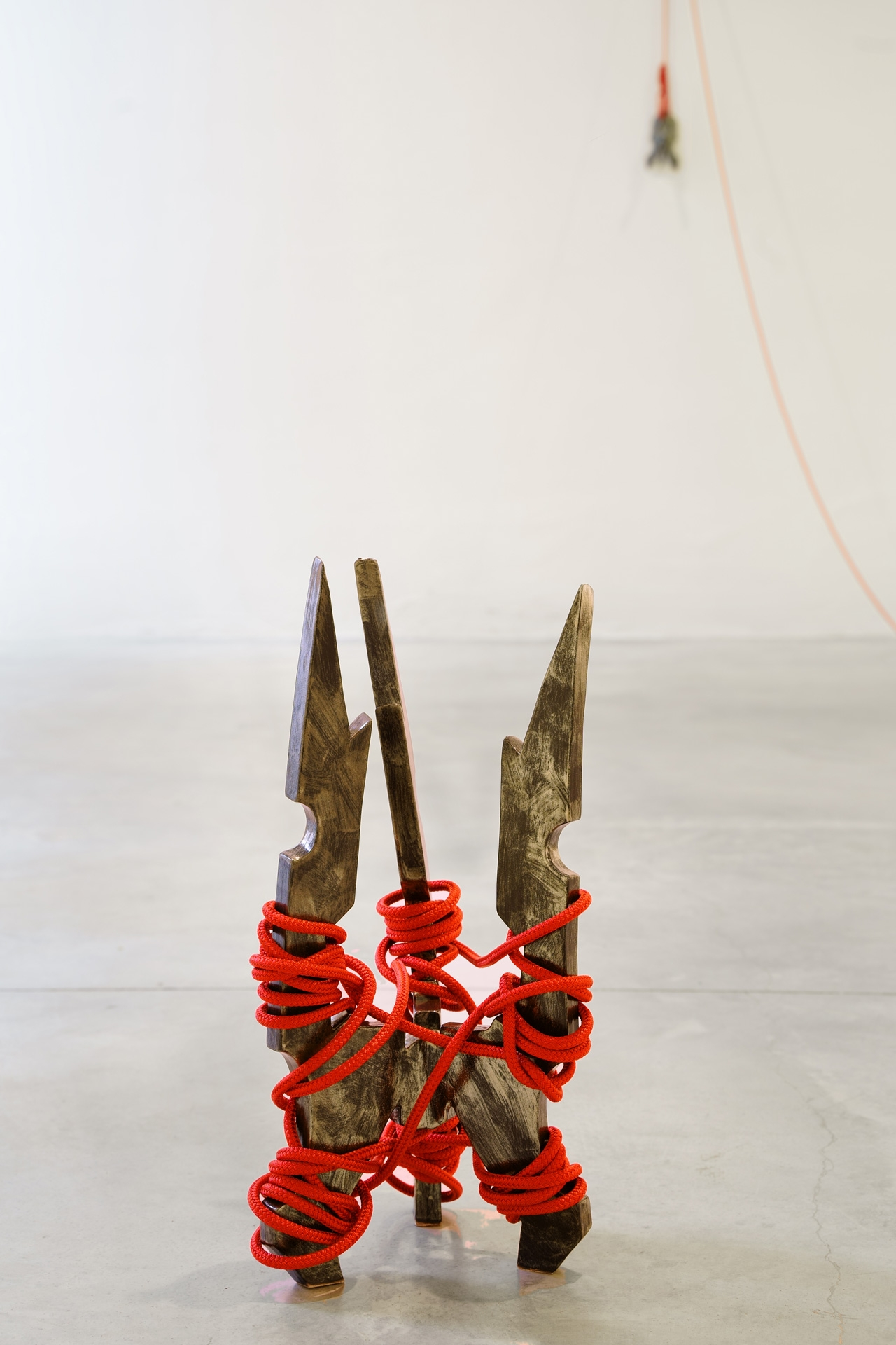 Timo Nasseri, Silverblack-Red, 2019, Glazed ceramics and rope, 50 x 21 x 21 cm