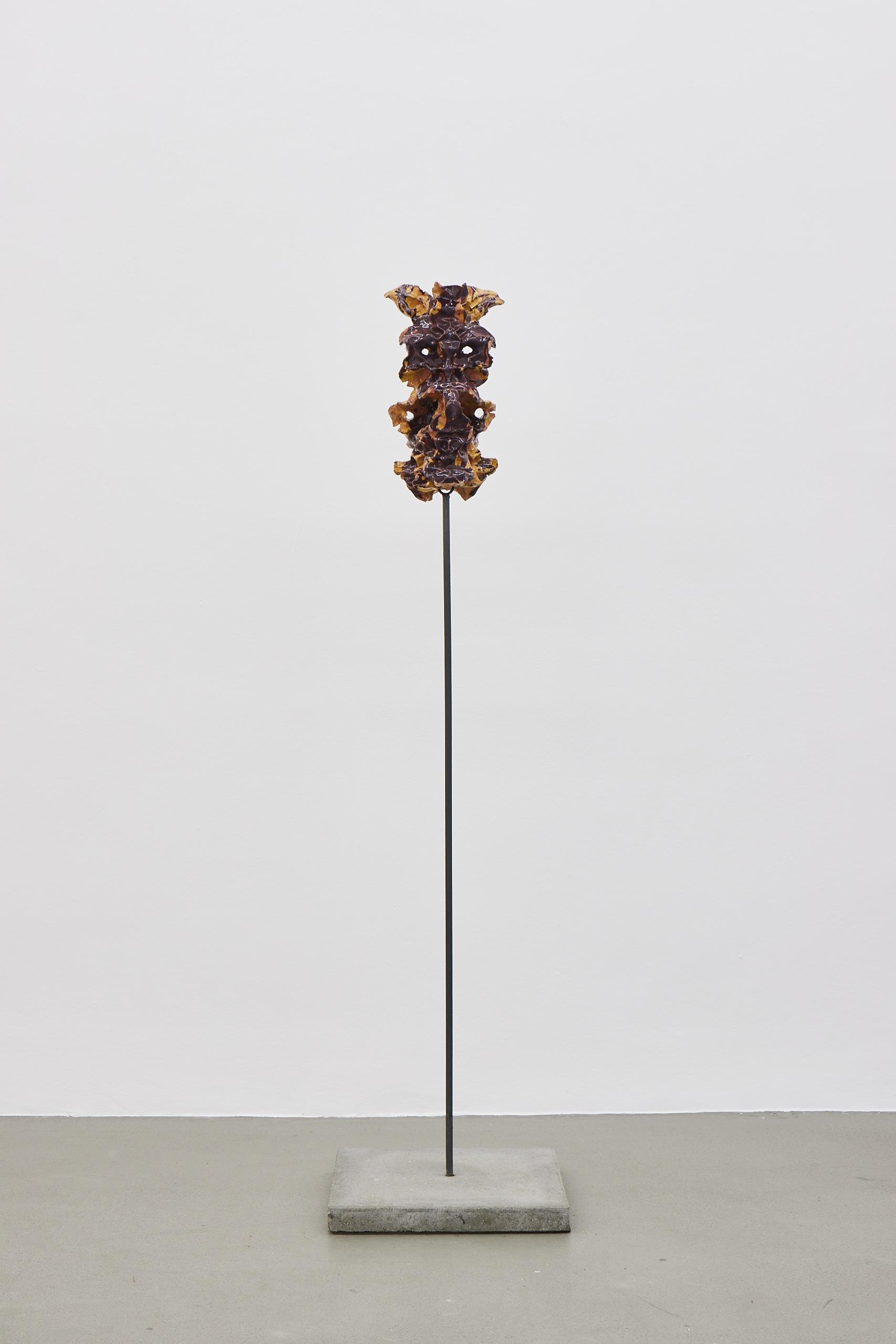 Moritz Altmann, nir, 2017, glazed ceramic, 39 x 22ø cm