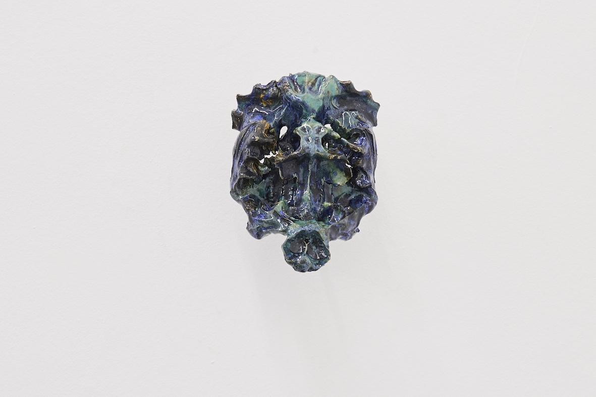 Moritz Altmann, nod, 2017, glazed ceramic, 16,5 x 23 x 9 cm