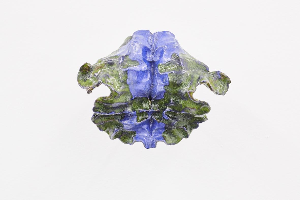 Moritz Altmann, hel, 2017, glazed ceramic, 26 x 21 x 11 cm